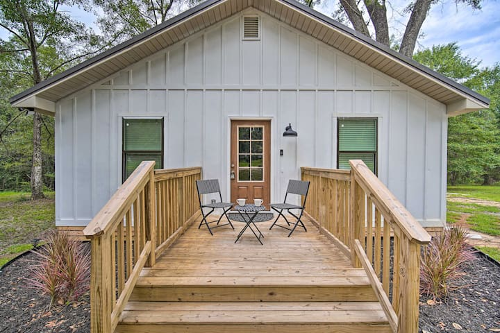 NEW! 'Magnolia Cottage' on 4 Acres: 18Mi to Mobile