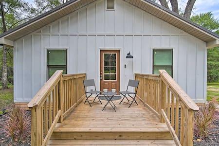 NEW! 'Magnolia Cottage' on 4 Acres: 18Mi to Mobile