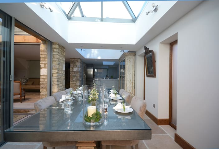 Stunning House in Centre of Burford