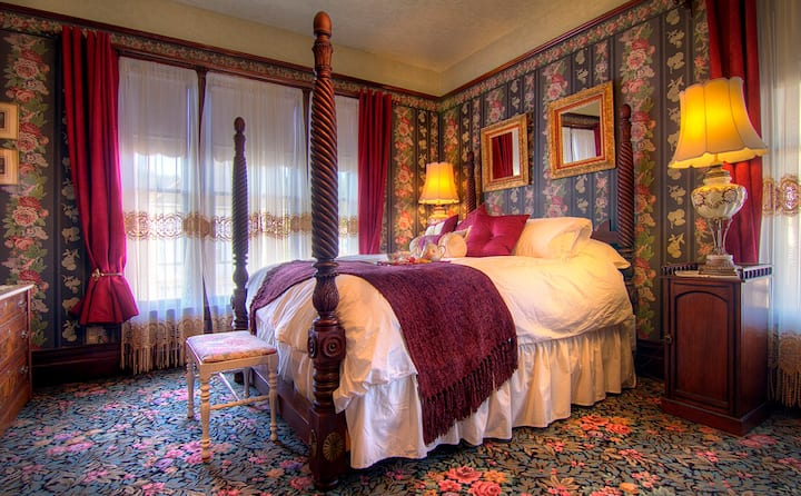 Romantic King Suite