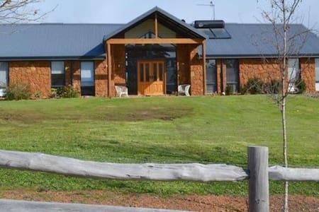 The Rock House Homestay - Bridgetown - Talo