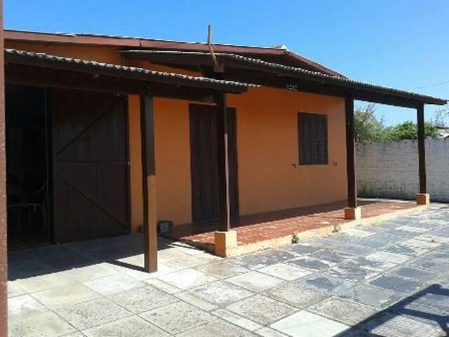 Casa de Veraneio 3 dormitórios com garagem fechada