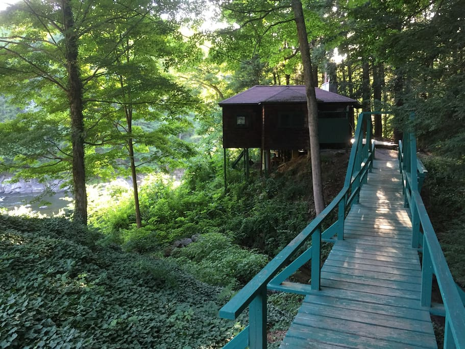 Foot bridge to cabin
