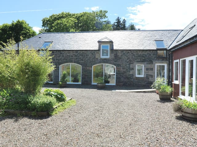 THE BYRES, pet friendly, with a garden in Selkirk, Ref 948602