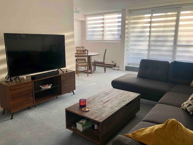 Furnished private room, close to both Universities