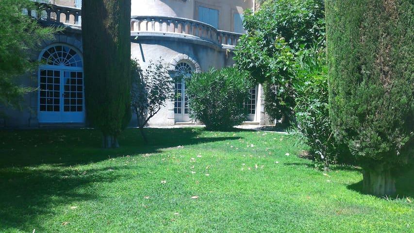 Magnifique rez de jardin dans le Lubéron - Saint-Saturnin-lès-Apt - บ้าน
