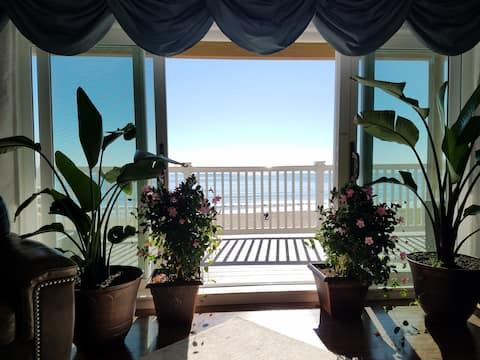 Luxury Beach Front Condo! Prime Location!