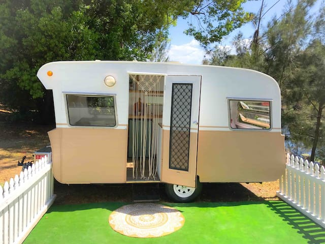 'Willow' the gorgeous Vintage Glampervan