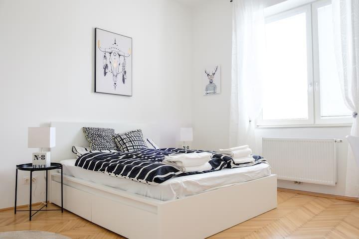Spacious 72m² Apartment - Vienna Experience