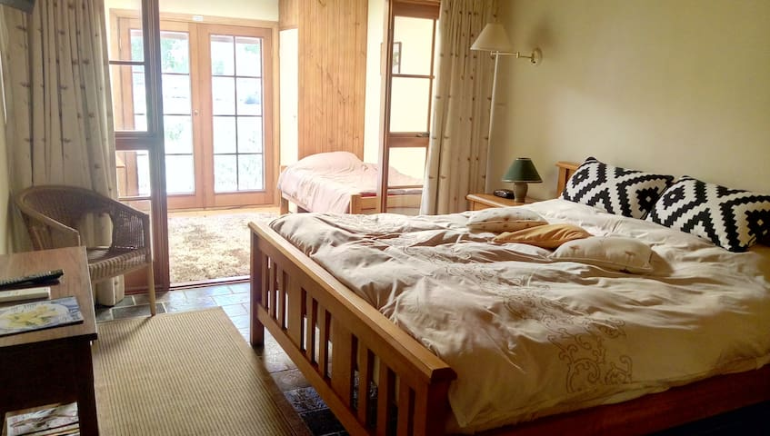 King-Bed Lakeside Suite