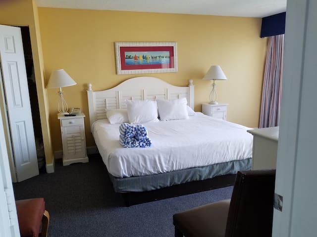 Master bedroom, bath en suite.