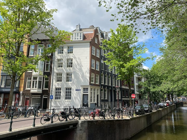City centre apartment 2 on corner of two canals