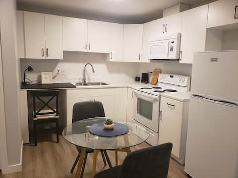 Brand New Cozy Suite  -Close to the airport