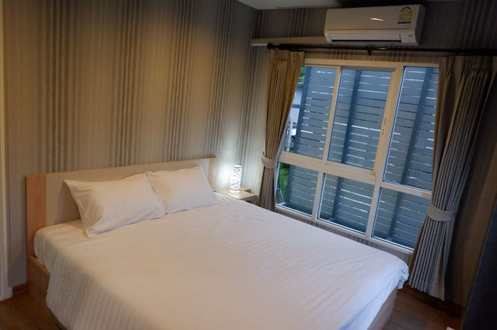 Bedroom >> king size bed with 2 pillows, 1TV , aircon