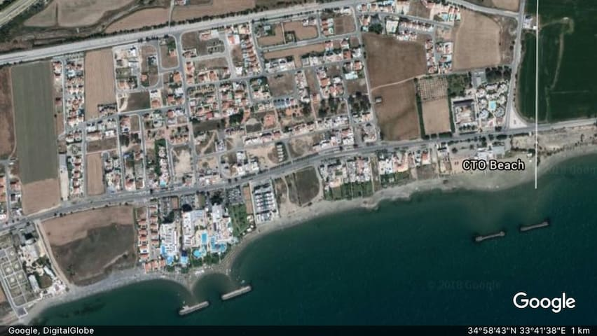 The apartment is convenietly located within walking distance from both the Hotel beach and the CTO beach. Infron of the Hotels, there is a bus stop to Larnaca Town (just 15 minutes drive).