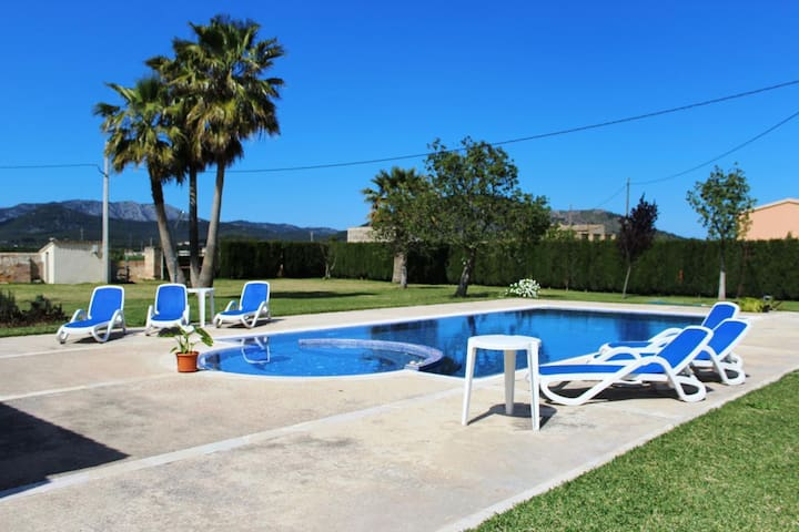 Villa Wind - with a private pool and jacuzzi for 6 guests