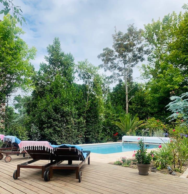 Villa avec piscine, plage, centre ville à pieds.