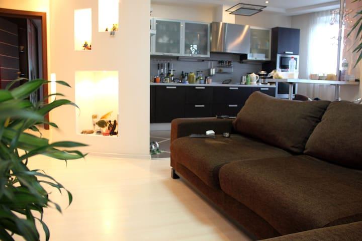 просторная и светлая евро студия 100м2 - Lyubertsy - Apartament