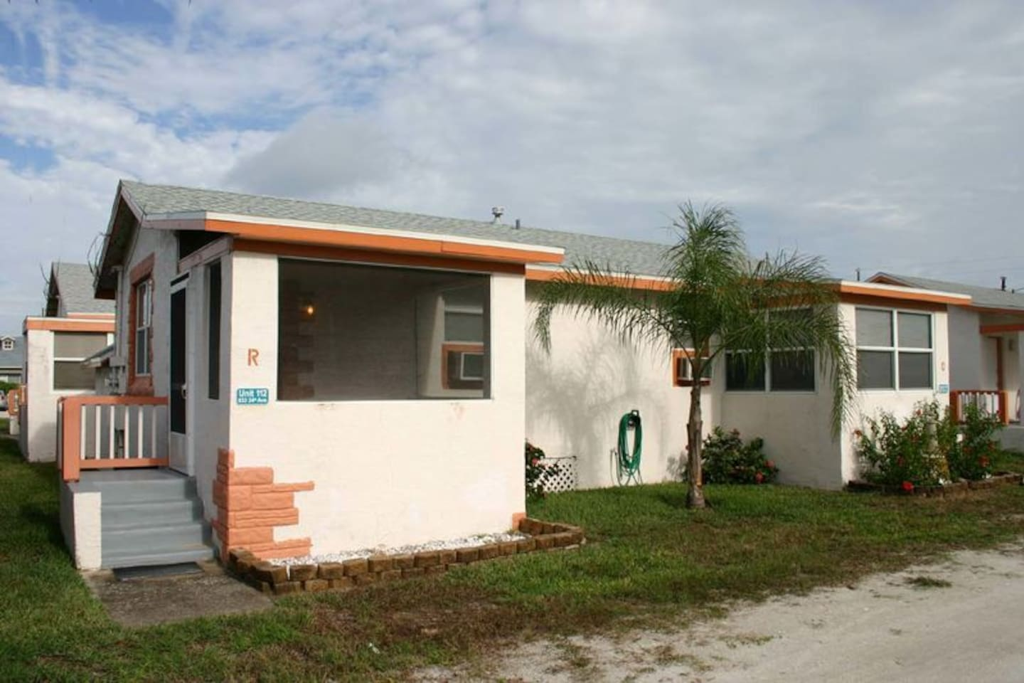 Cozy efficiency style apartment located across the street from the beach.