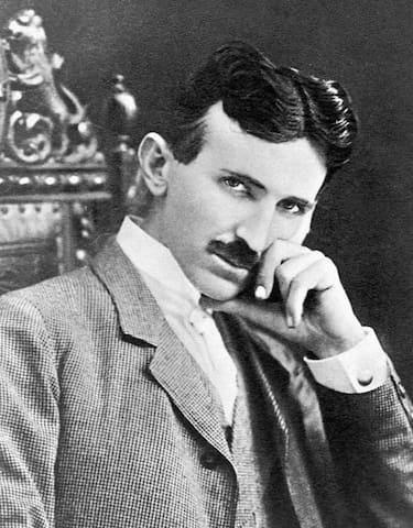 Nikola Tesla's Bedroom: 2-Luxury Queen Beds