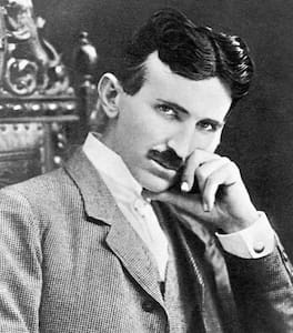 Nikola Tesla's Bedroom: 2-Luxury Queen Beds - House
