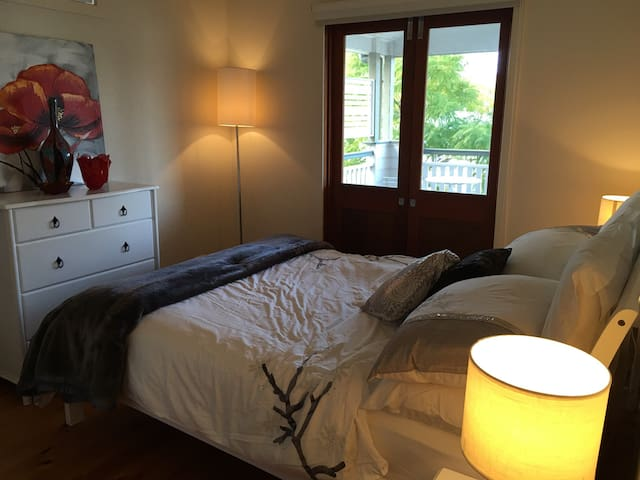 Amazing Bedroom & Private Balcony - Cannon Hill - House