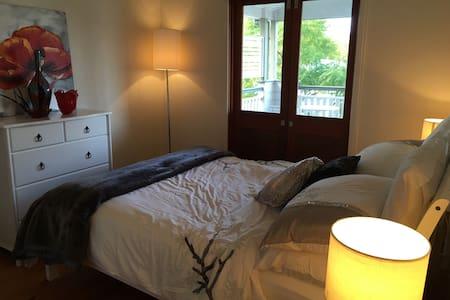 Amazing Bedroom & Private Balcony - Cannon Hill - Дом