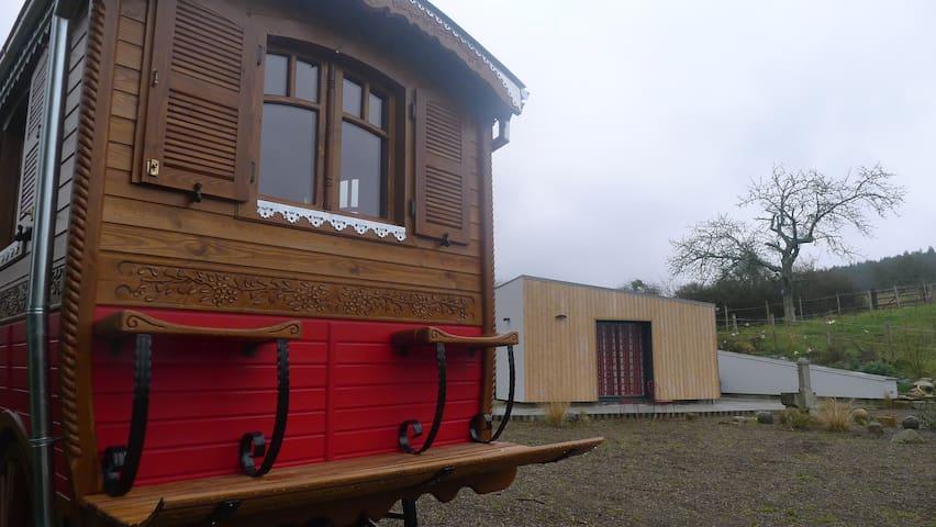 les gîtes de COCO ,MAISON ET ROULOTTE,PISCINE - La Lande-de-Goult - Huis