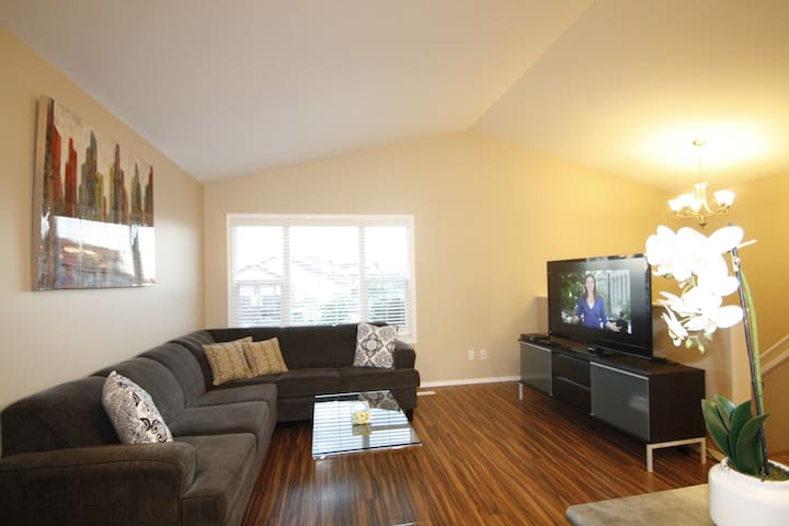 Executive 3BD 2BR Suite near Airport