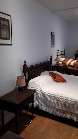 chambre bleue à La Colombière Bourgogne