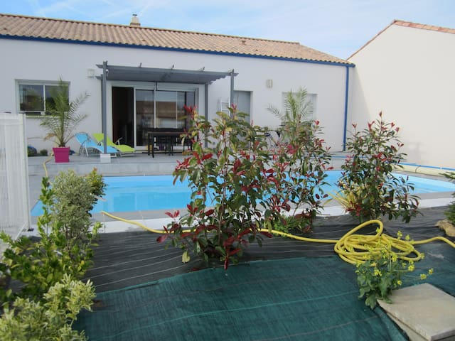 Three bedroom house at 2.5kms from a sandy beach - Longeville-sur-Mer - Huis