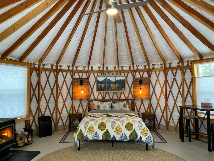 Camp Caribou Guest Yurt - 10 min from Glacier NP!