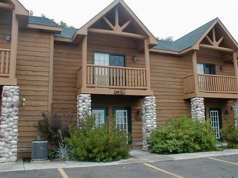 Long-term Resort Cabin near Starved Rock