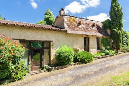 Cosy Holiday Home in Bourgnac with Private Pool
