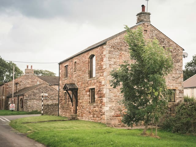 PINFOLD COTTAGE, pet friendly in Kirkby Stephen, Ref 970973