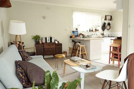Modern Collingwood Studio - Collingwood