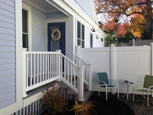 Cottage 217 Cute year round duplex unit with bonus private living room - Comes with golf cart!