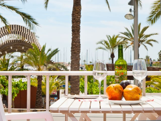 Ses Sirenes 2, apartment on the marina promenade