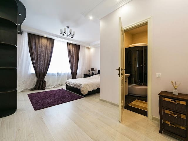 Spacious room 30m2 in Townhouse with Turkish Bath