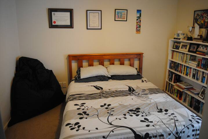 Comfy bedroom in lovely home close to everything! - Wellington - Ev