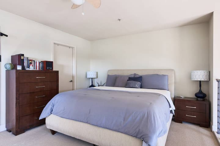 Near Moscone, Great for shows! Downtown SF loft