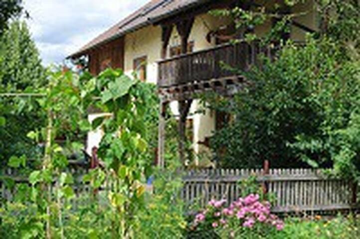 Helchenhof-Tiere, Natur, Dem. Gemüseanbau u Freude - Überlingen - Apartment