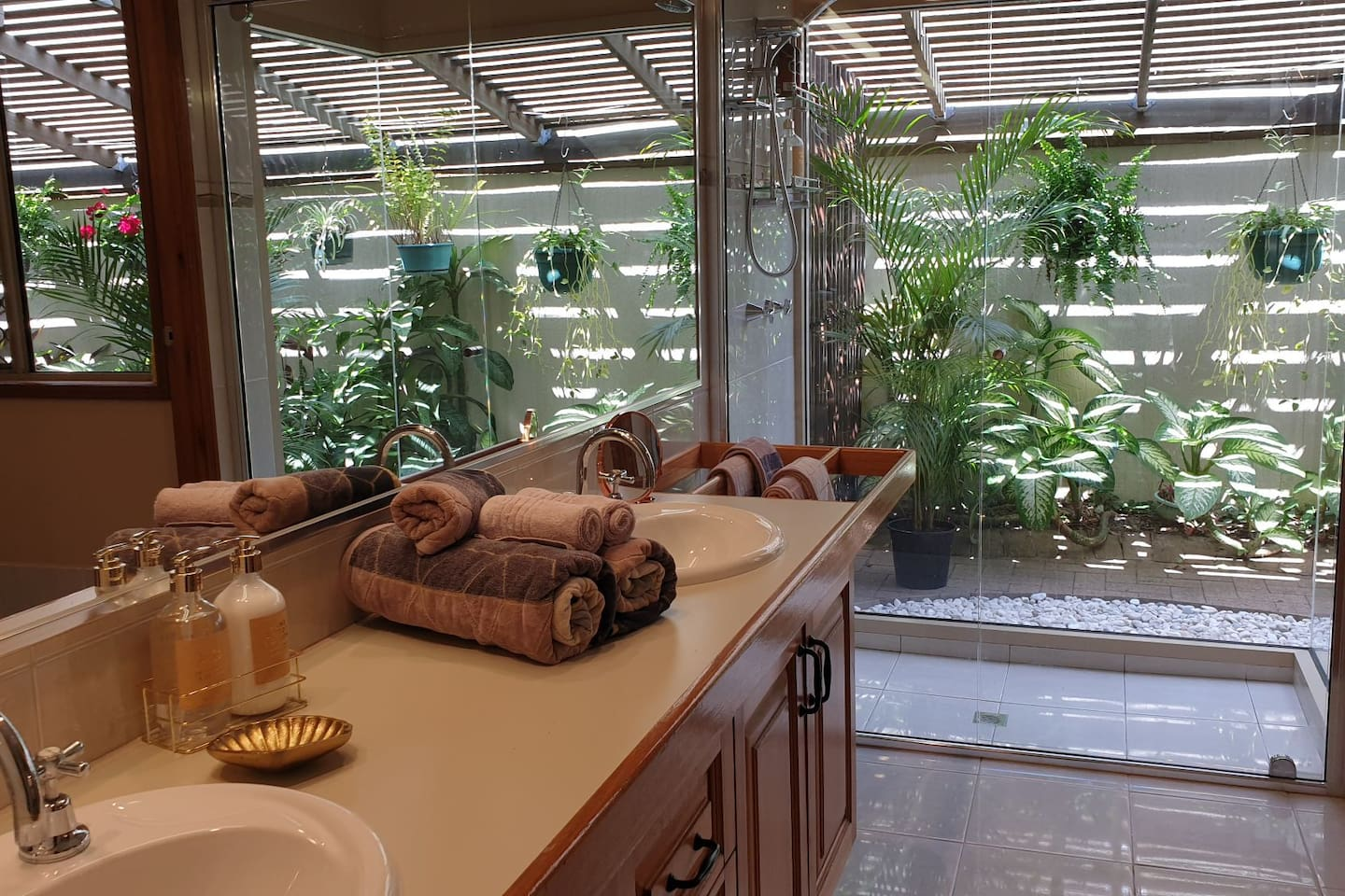 Unique shower in a very private garden setting, with a separate toilet. Towels soap, shampoo and conditioner provided.