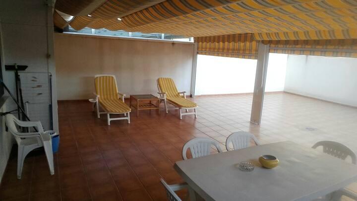 Acogedor apartamento en la playa con gran terraza