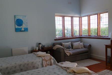 The LemonTree House - Robertson - Bed & Breakfast
