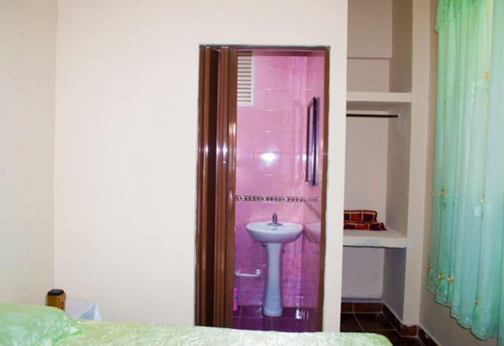 Habitación No 1 (baño y closet)
