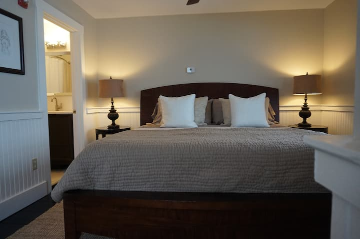 The Red Barn Inn, Suite 3, Danbury, NH