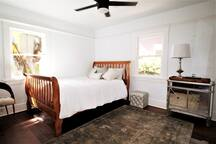 Queen bed with beautful furnishing.  Views of private bright and airy yard