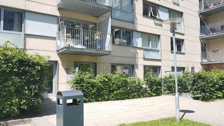 Cosy new one bedroom apartment on Edvard Thomsens Vej. Close to Fields shopping center, metro station, airport and the city centre.