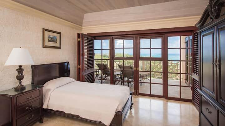 1 bedroom sleeps 4, ocean view suite with pool